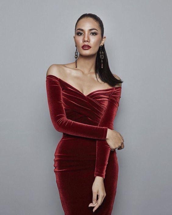 ชุดสีแดง