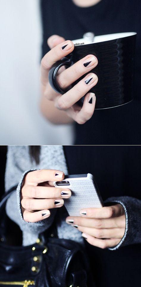 ทาเล็บสีดำ