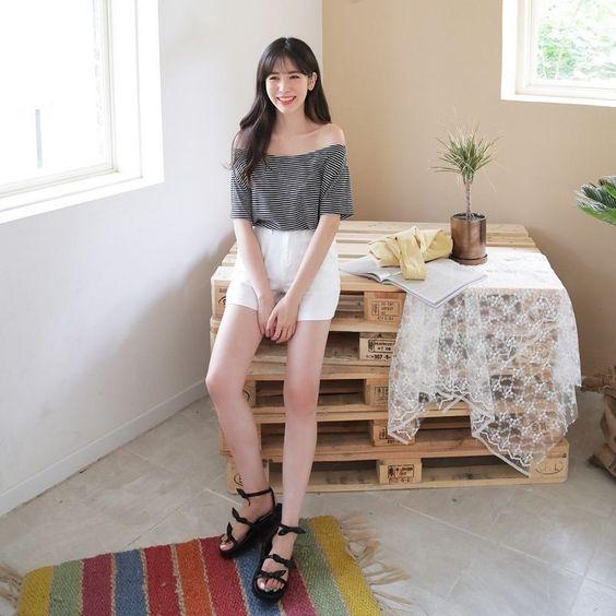 ขาสั้นสีขาว