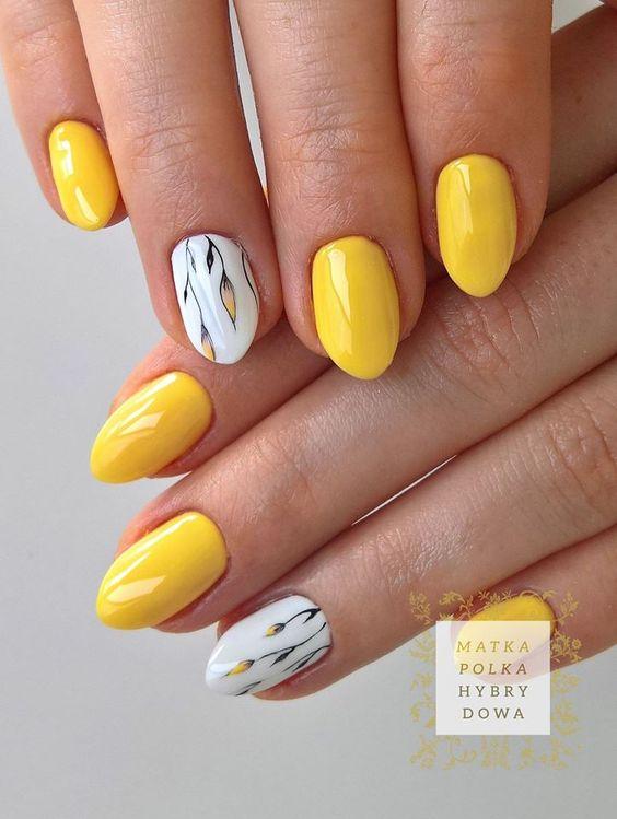 ทาเล็บสีเหลือง